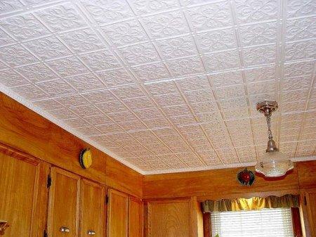 Потолки могут быть и недорогими