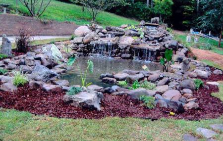 Как декоративные фонтаны могут украсить ваш бассейн