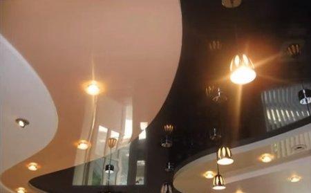 Двухуровневый натяжной потолок - лучшее решение для гостиной