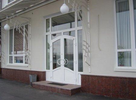 Входные двери из ПВХ: решение для практичных хозяев