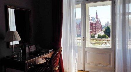 Как повлиять с помощью цвета штор на интерьер комнаты