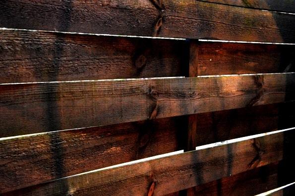 Оградительный деревянный забор
