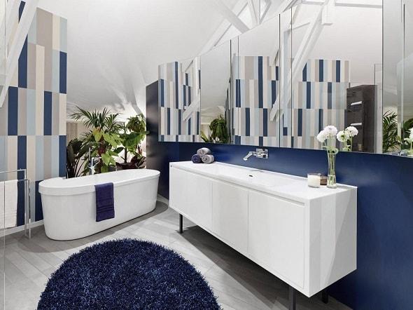 Зеркальные панели в ванной