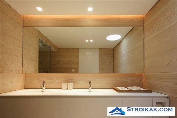 Безрамное зеркало в интерьере ванной комнаты
