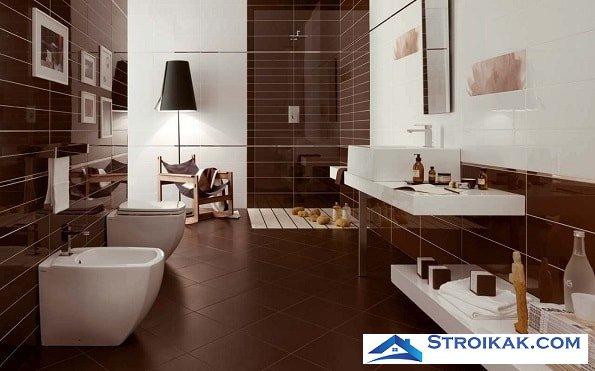 Керамическая плитка на стене в ванной