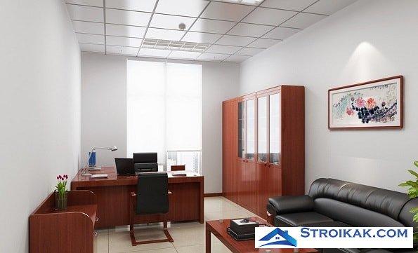 Кожаный диван в интерьере офиса
