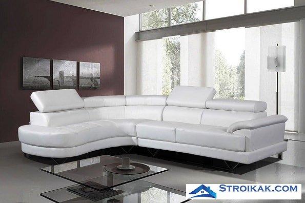 Белый диван в офисе
