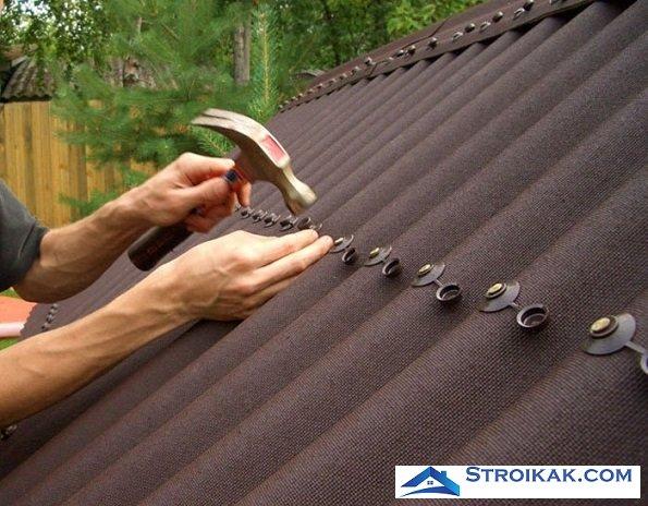 Ондулин на крыше гаража