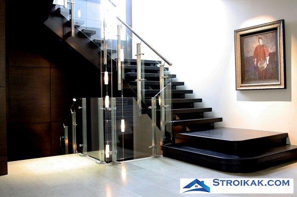 Стеклянная лестница в интерьере