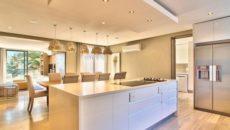 Обустройство кухонного потолка: наиболее популярные решения