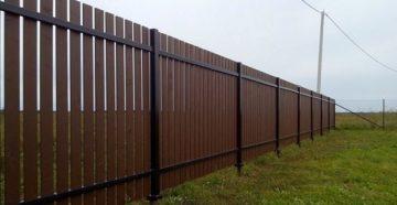 Забор на винтовых сваях