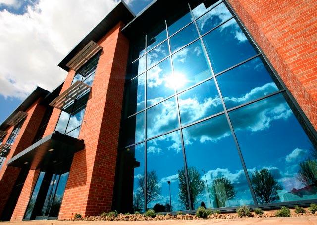 Конструкции из стекла: прозрачное строительство