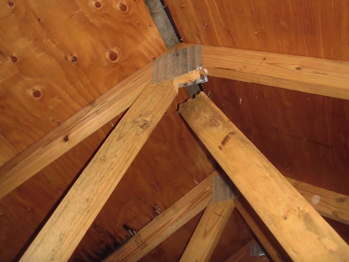 Сломанное соединение в крыше