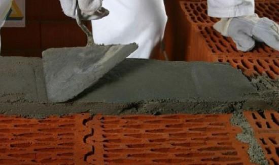 Первый слой цементного раствора
